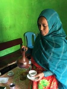 تدرك والدة نجاة سر رغبة ابنتها في الهجرة ولكنها ستقف بجانب أي قرار يتّخذه ابنها