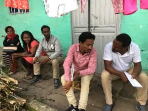 يساعد متطوعو الجمعية الناشطون في ديزي العائدين علي الاندماج والمهاجرين المحتملين علي الاختيار بطريقةٍ واعية