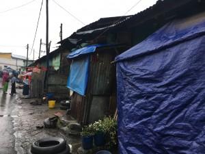 الأحياء الفقيرة المترامية الأطراف في أديس كيتاما، وهي أيضا نقطة العبور للمهاجرين الريفيين الذين يأملون في الذهاب إلى الخارج